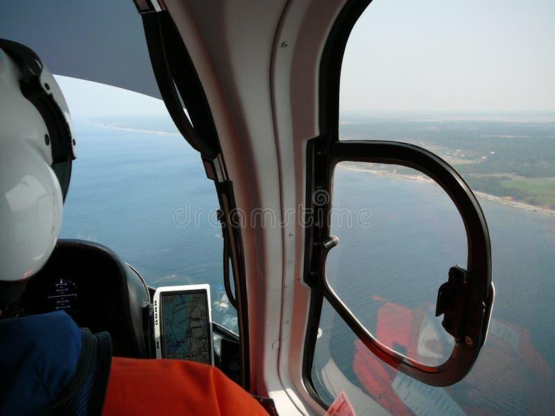 Hélicoptère pilote de vol photographie stock libre de droits