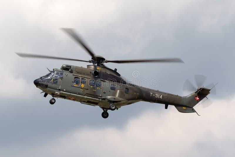 Hélicoptère superbe suisse T-314 de puma d'Aérospatiale TH89 de l'Armée de l'Air photos stock