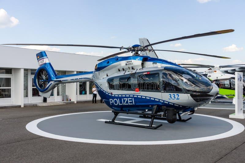 Hélicoptères de service moyens H145 d'Airbus d'hélicoptère de la police d'état allemand images libres de droits