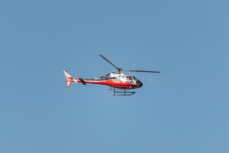Hélicoptères H125 d'Airbus d'air de Simrik en vol photographie stock libre de droits