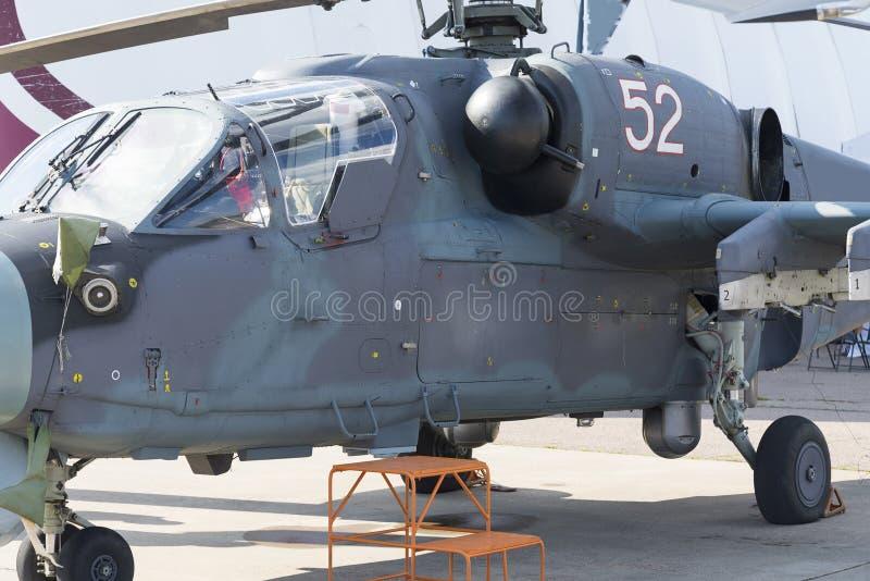 Hélicoptères militaires russes à l'exposition internationale photographie stock