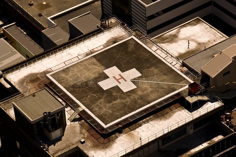 Héliport d'hôpital de dessus de toit photographie stock