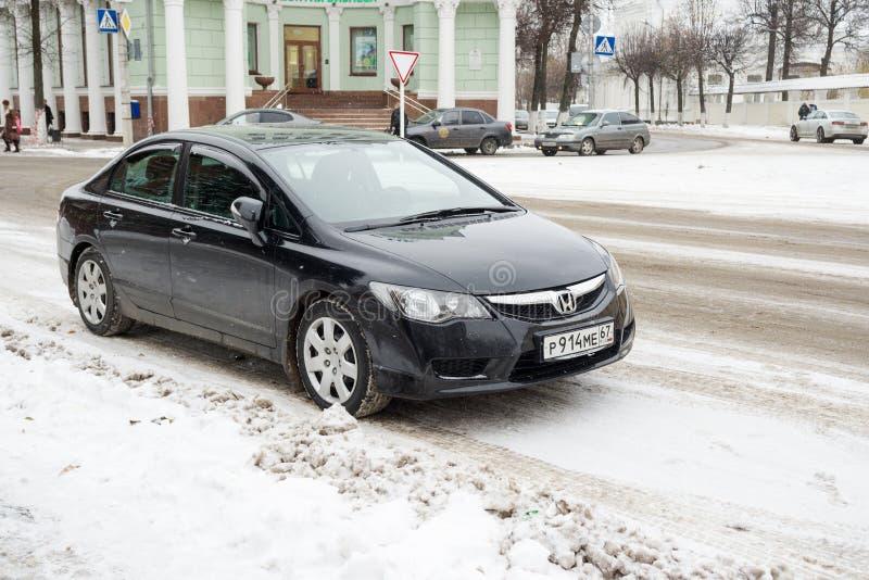 Híbrido de Honda Civic parqueado en calle del invierno fotografía de archivo