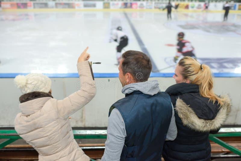Hóquei em gelo Cheering do jogo fotografia de stock