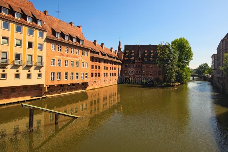 Hôpital antique de bâtiment de Nurnberg Heilig Geist Spital du Saint-Esprit à Nuremberg photos stock