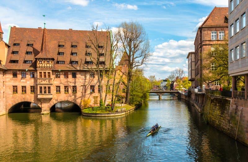 Hôpital de Nuremberg de Saint-Esprit sur la rivière de Pegnitz photo libre de droits