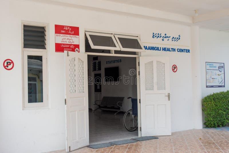Hôpital situé dans le village à l'île tropicale Maamigili images stock