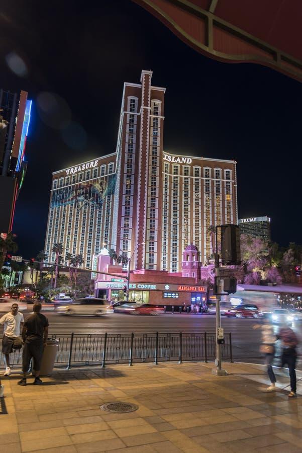 Hôtel d'île de trésor/casino Las Vegas la nuit photos libres de droits