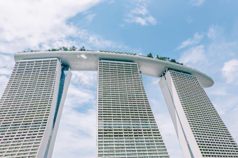 Hôtel de luxe de Marina Bay Sands, le centre commercial de magasins, Singapour central avec le bâtiment iconique de Marina Bay Sa images stock