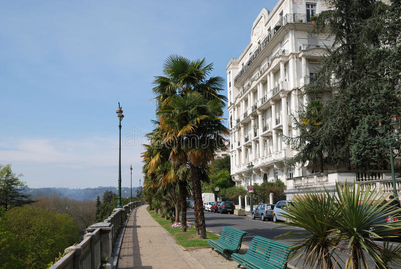 Hôtel de Vieux Monde dans le boulevard de Pau image libre de droits