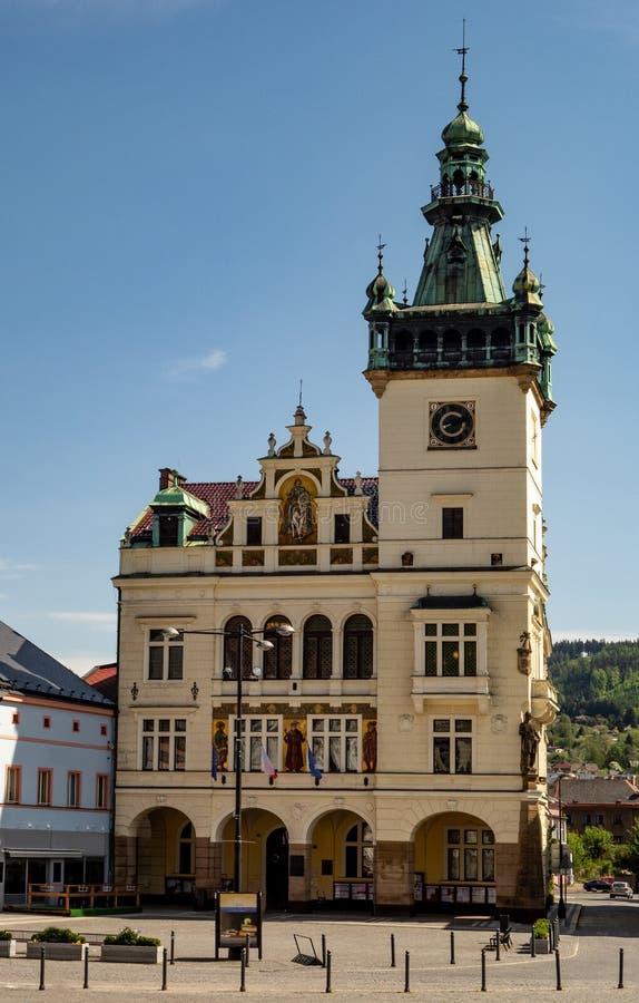 Hôtel de ville dans la ville de Nachod dans la République Tchèque image stock