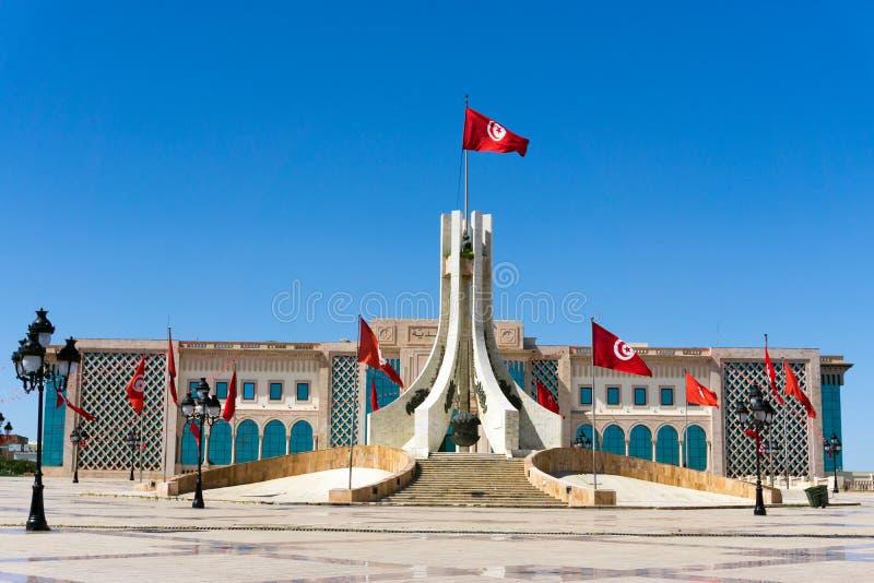 Hôtel de Ville et le monument de la place de Kasbah à Tunis, Tunisie images stock