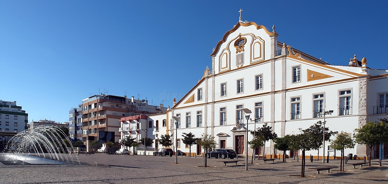 Hôtel de ville impressionnant de Portimao au Portugal image stock