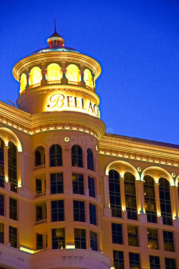Hôtel et casino de Bellagio avec la plate-forme supérieure de l'extérieur de couronne photographie stock