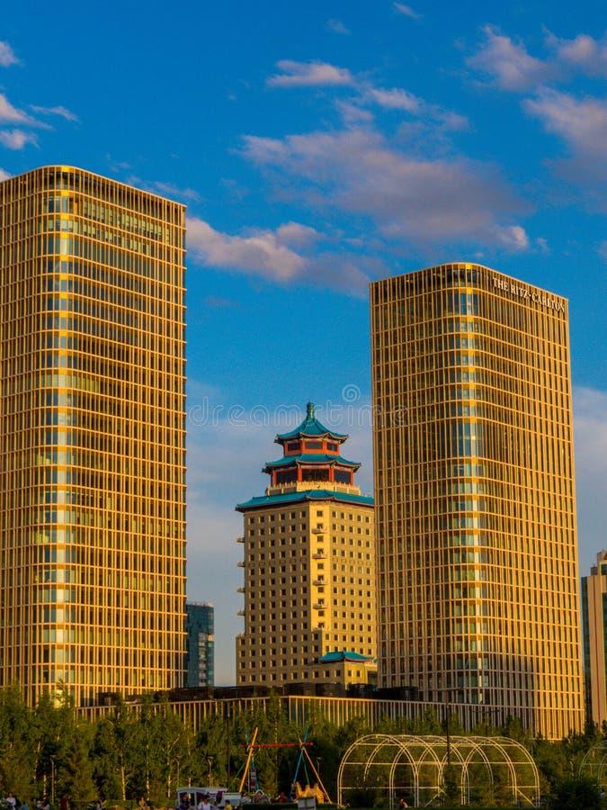 Hôtel Ritz-Carlton et hôtel Beijing Palace Soluxe, Nur-Sultan, Kazakhstan images libres de droits