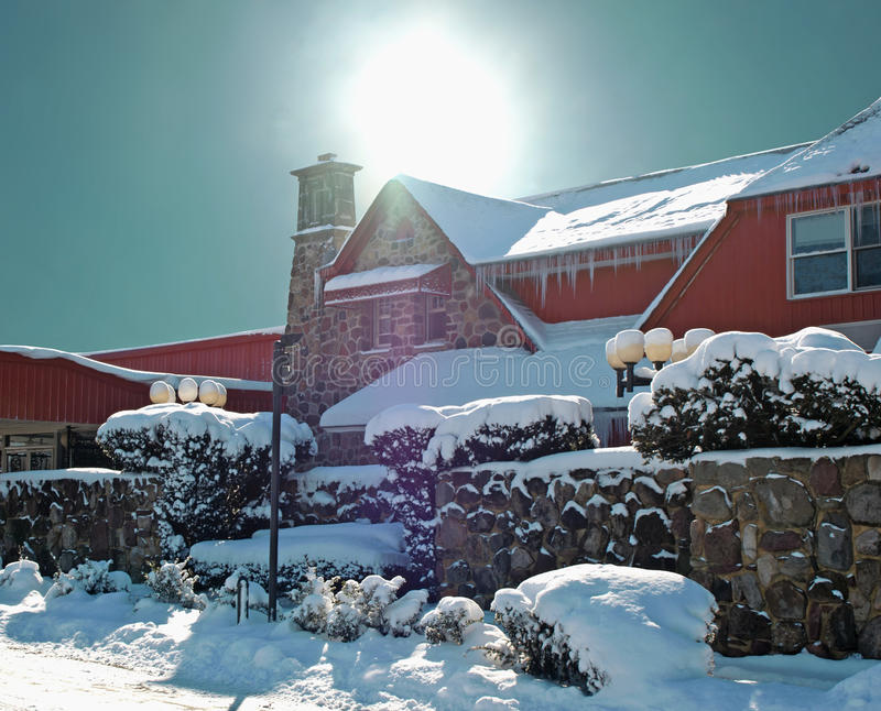 Hôtel Snow-covered photographie stock