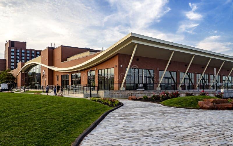 Hôtels de PEI Convention Centre et de delta par prince Edward de Marriott pendant le bel après-midi à Charlottetown, photographie stock libre de droits