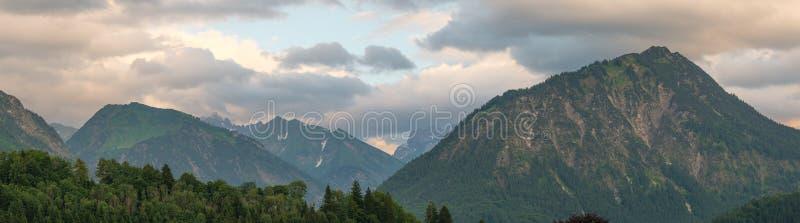 Höchstberg Himmelschroffen in Allgäu im Panoramaformat stockfoto