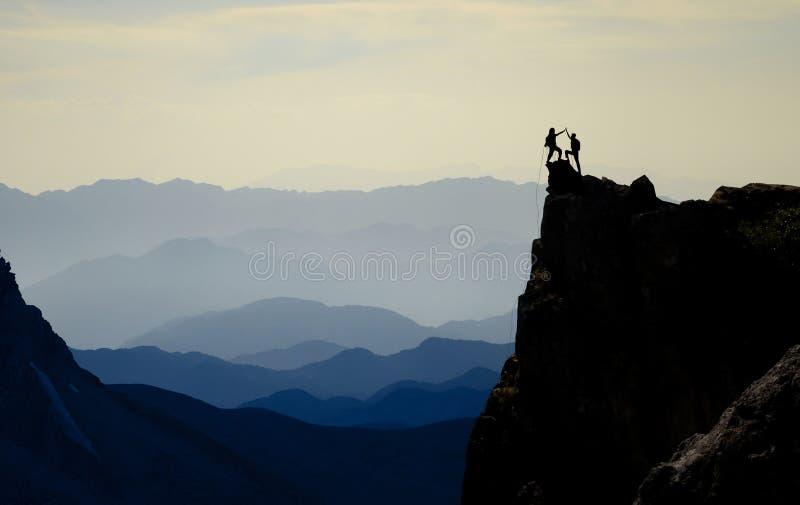 Höchstleidenschaft, Erfolgsgeschichte und Triumph von Bergsteigern stockfotos