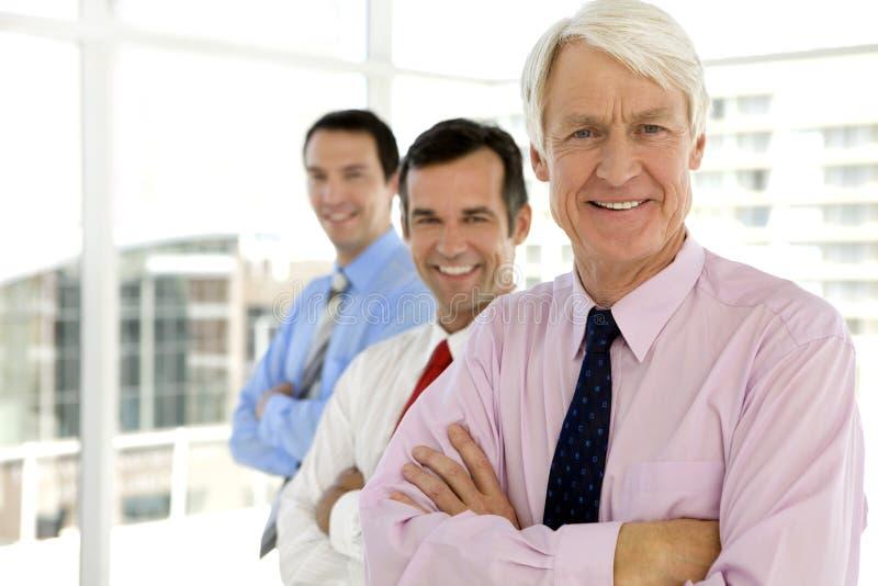 Hög affärsman och chefer royaltyfri fotografi