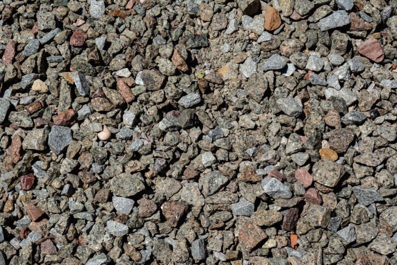 Hög av en liten krossad stenbakgrund arkivbild