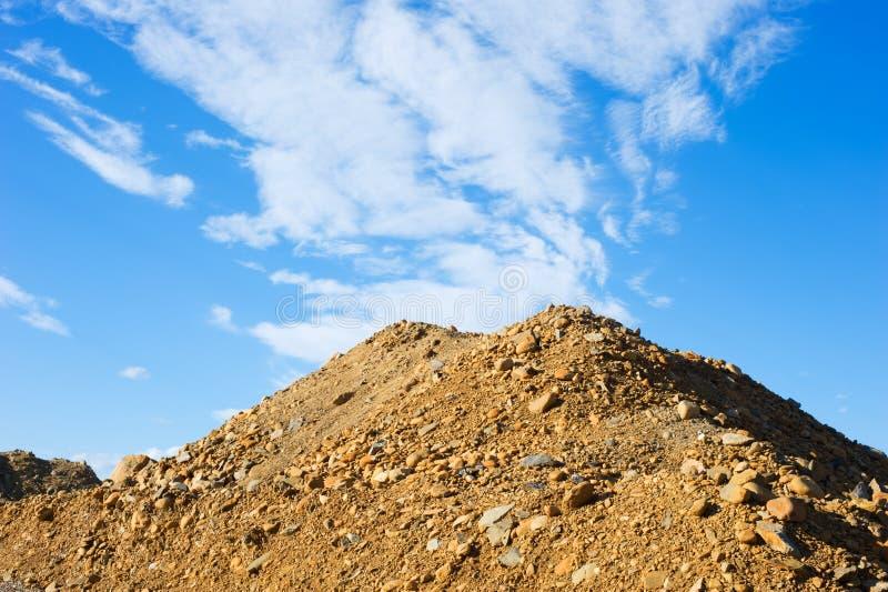 Hög av grus och sand fotografering för bildbyråer