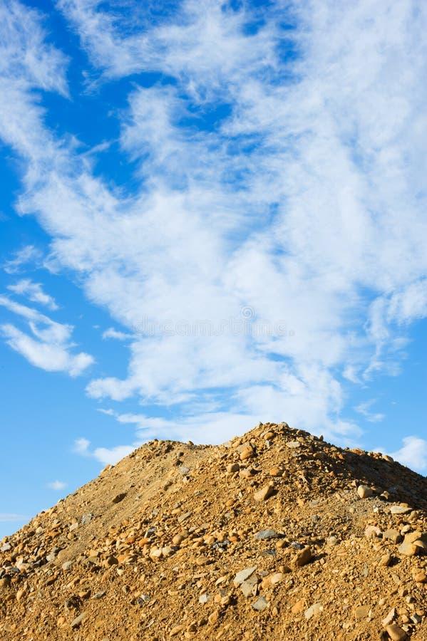 Hög av grus och sand arkivbild