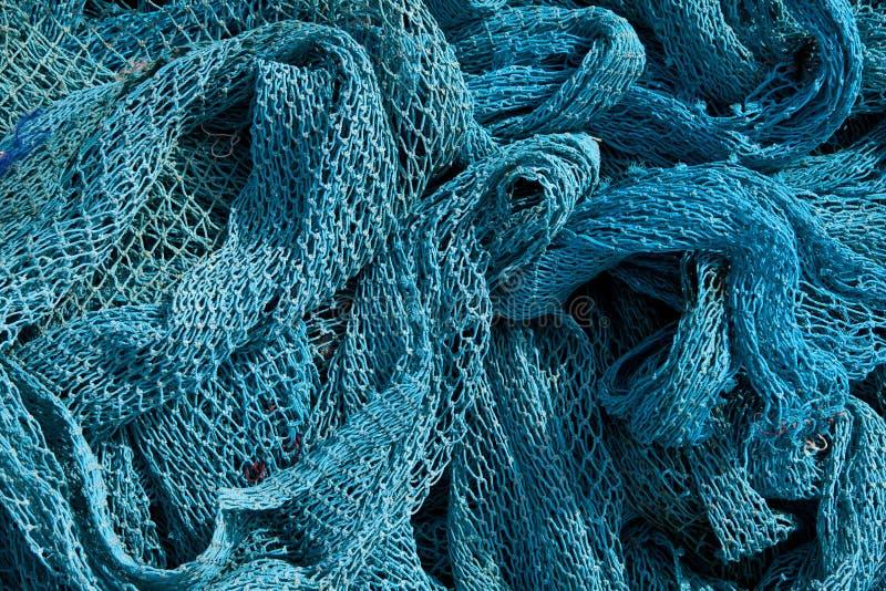 Hög av kommersiellt fisknät. royaltyfri fotografi