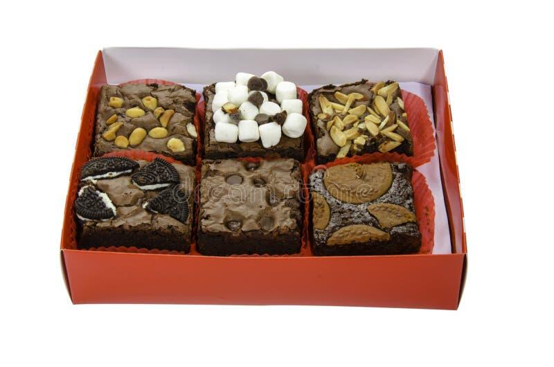 Hög av läckra chokladnissen i asken arkivbild