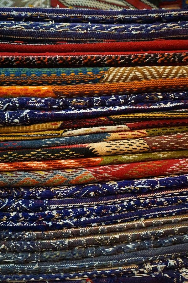 Hög av mattor arkivbilder