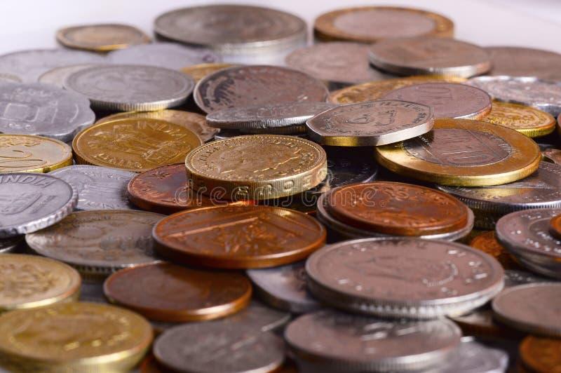 Hög av mynt i olika valutor royaltyfria foton