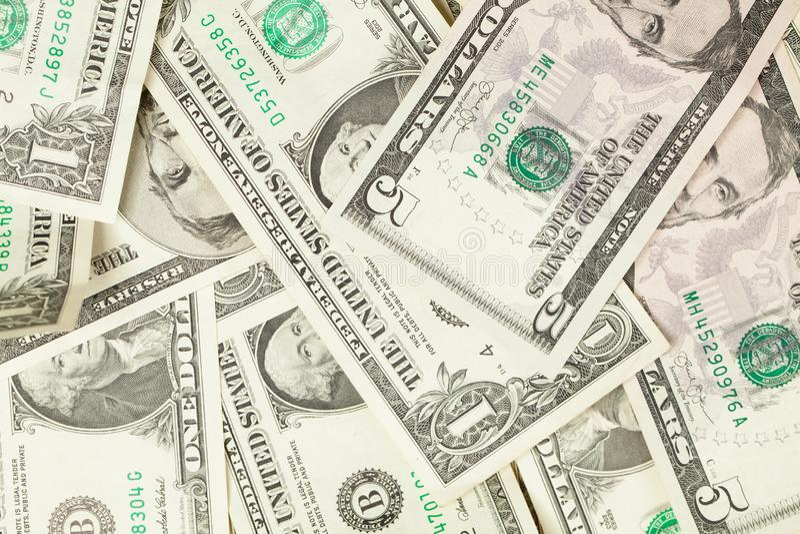 Hög av oss dollar, pengarkassabakgrund royaltyfri foto