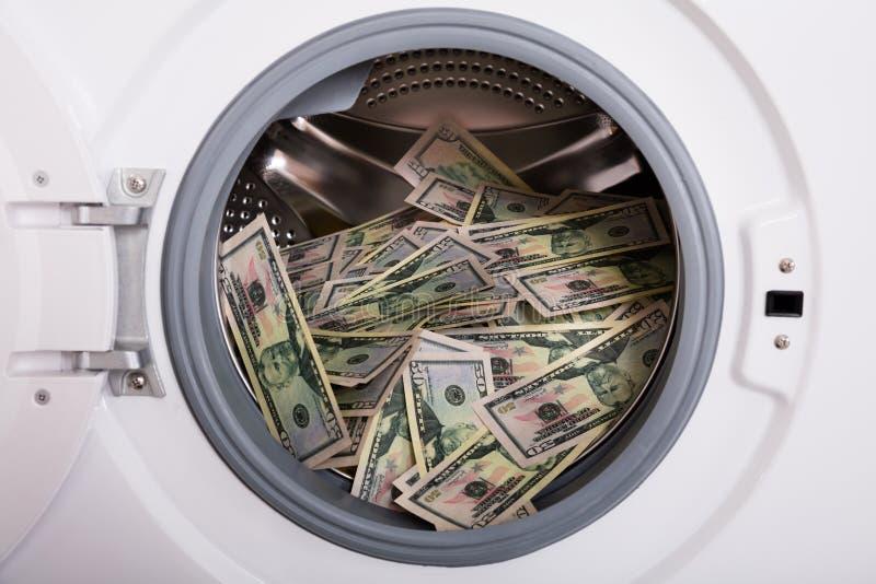 Hög av pengar i tvagningmaskin royaltyfria bilder