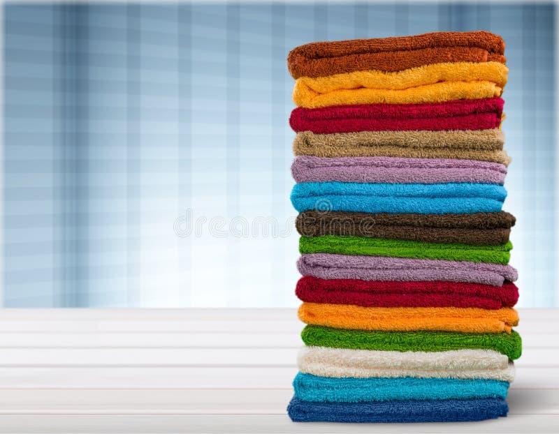 Hög av rullande handdukar, närbildsikt royaltyfri fotografi