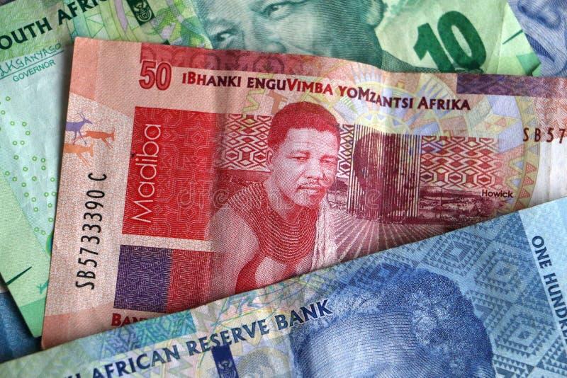 Hög av söder - afrikanska pengaranmärkningar arkivbild
