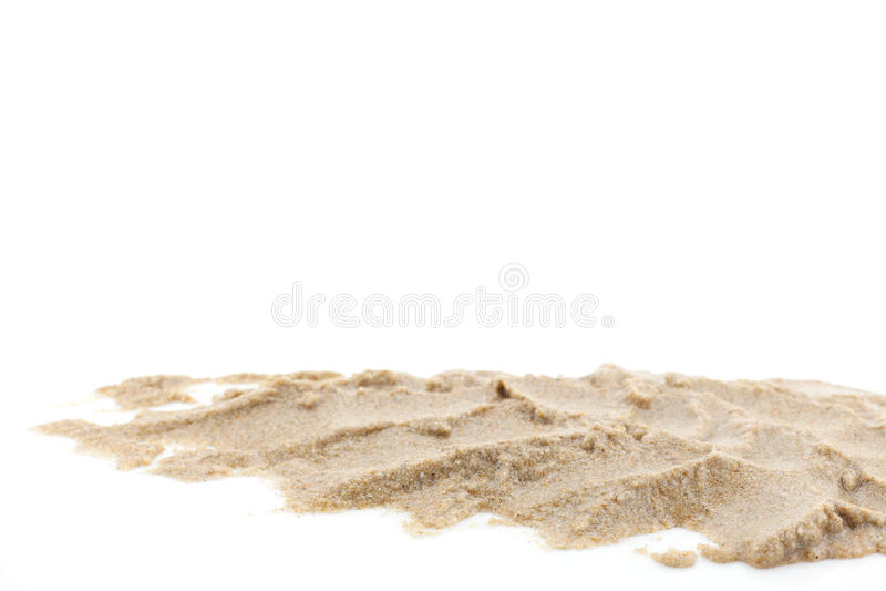 Hög av sand som isoleras på vit bakgrund royaltyfria bilder