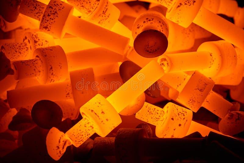 Hög av varma ståldelar royaltyfri fotografi