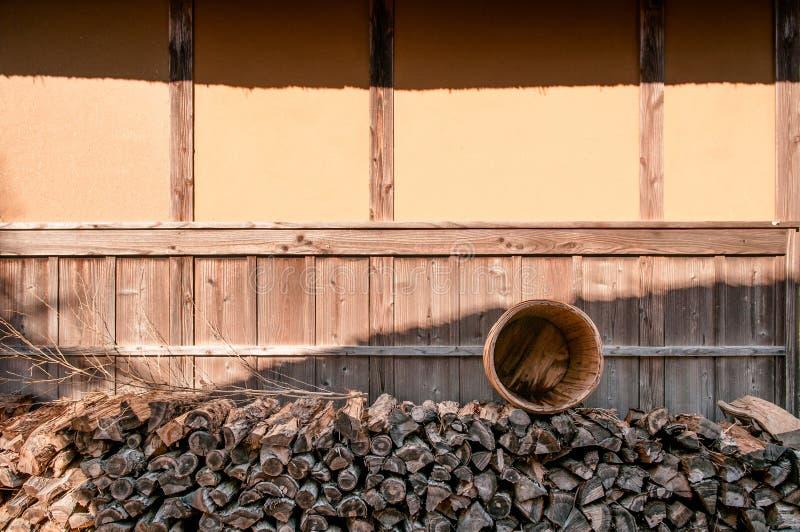 Hög av vedträt på Boso inget museum Mura för öppen luft, Chiba, Japan fotografering för bildbyråer