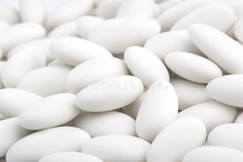 Hög av vit sockrade mandlar royaltyfri fotografi