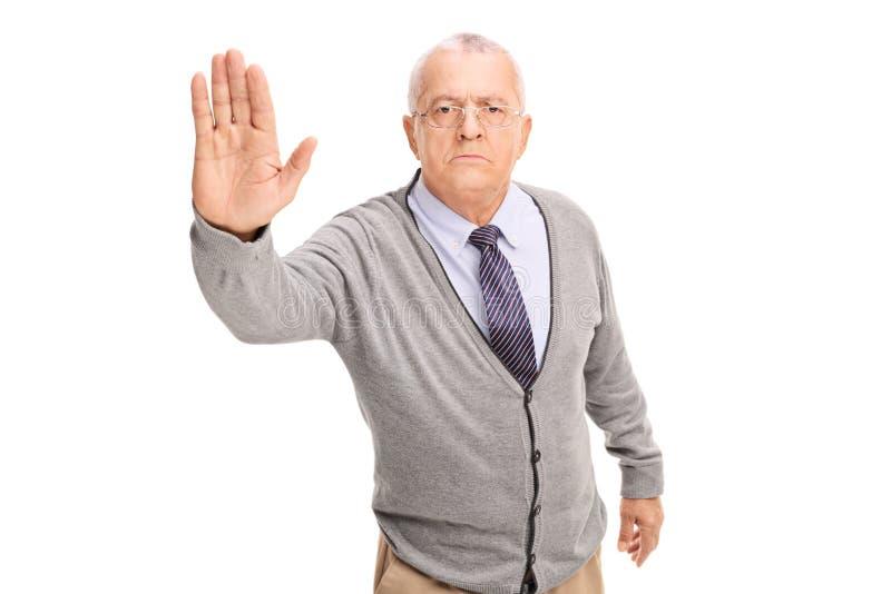 Hög gentleman som gör ett stopptecken royaltyfri foto
