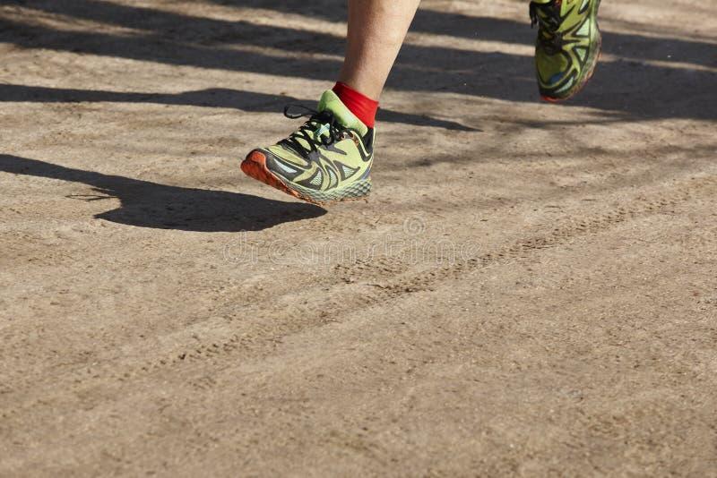 Hög idrotts- löparebendetalj Utomhus- strömkrets sportar fotografering för bildbyråer