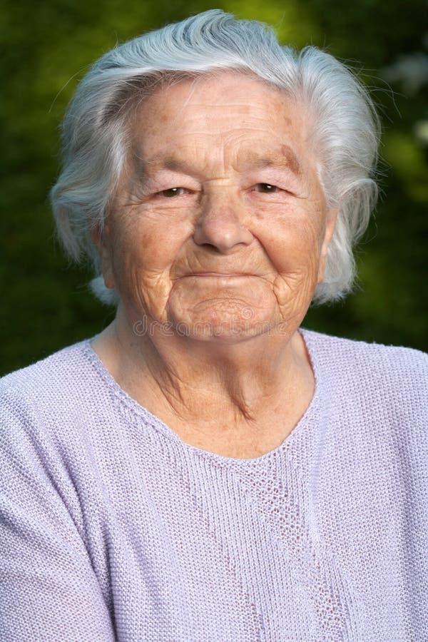 hög le kvinna arkivfoto