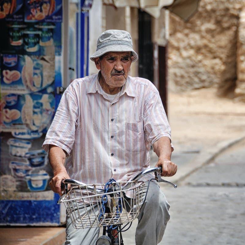 Hög man i Marocko fotografering för bildbyråer