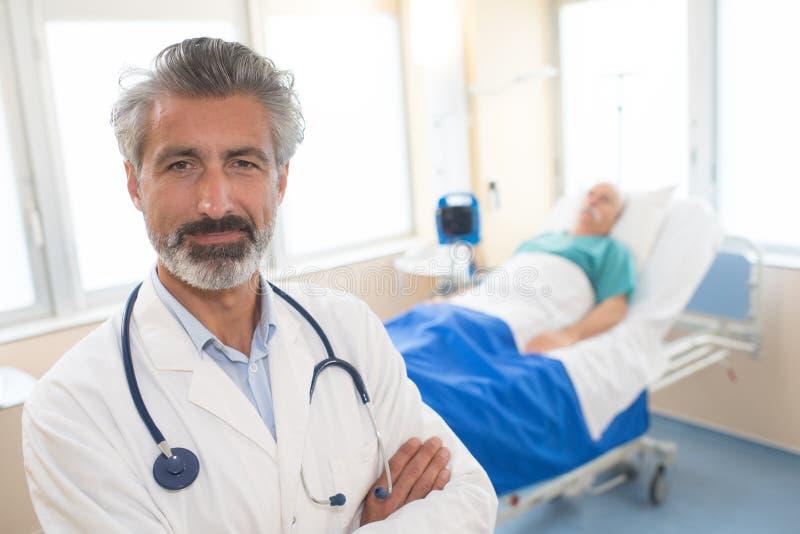 Hög manlig doktor för stående royaltyfri fotografi
