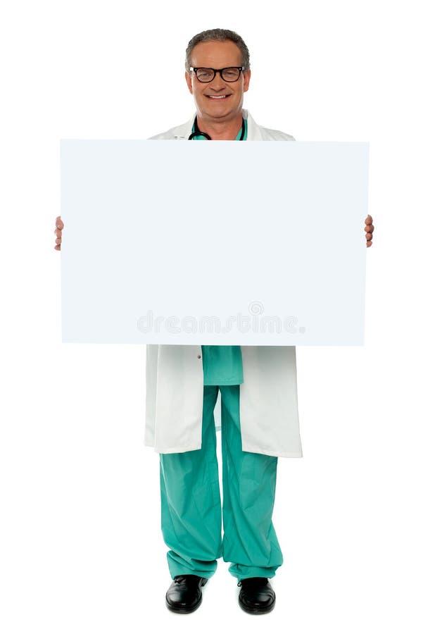 Hög medicinsk professional visande banerannons arkivfoton