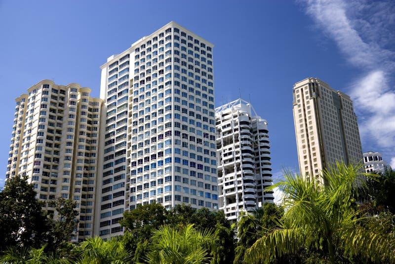 hög modern stigning för byggnader arkivbilder