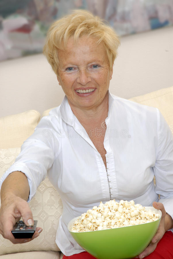 Hög popcorn. royaltyfri foto
