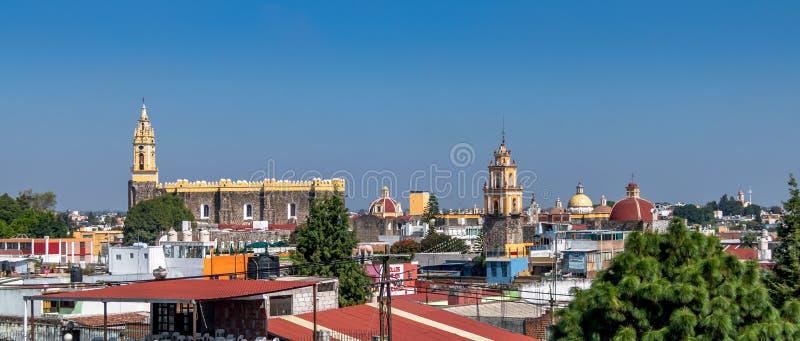 Hög sikt av den Cholula staden - Cholula, Puebla, Mexico fotografering för bildbyråer