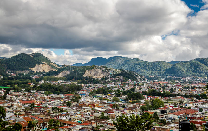 Hög sikt av San Cristobal de Las Casas - Chiapas, Mexico royaltyfri fotografi