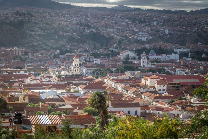 Hög sikt av staden av Sucre, Bolivia arkivfoton